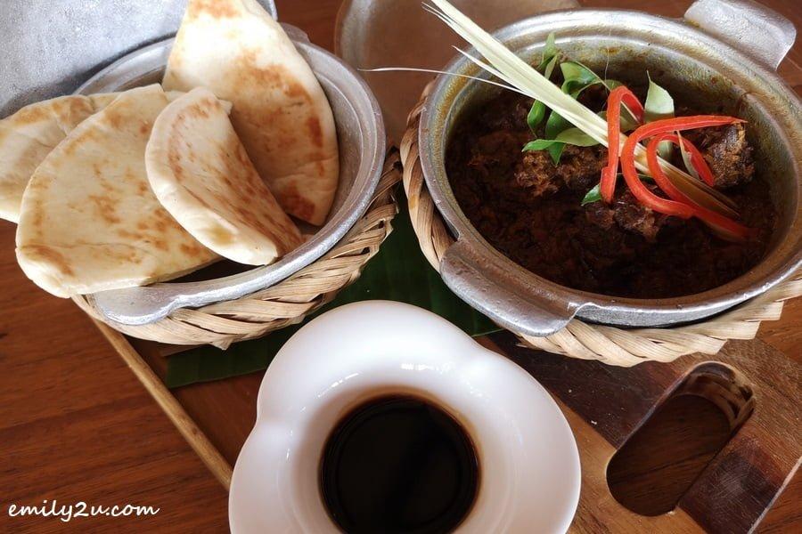 Beef Rendang and Roti
