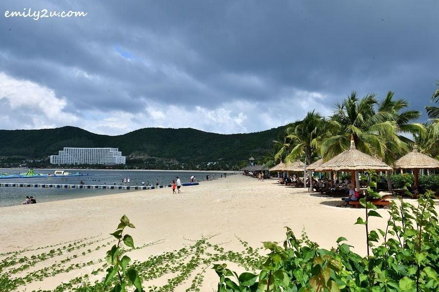 Vinpearl Land Nha Trang beach