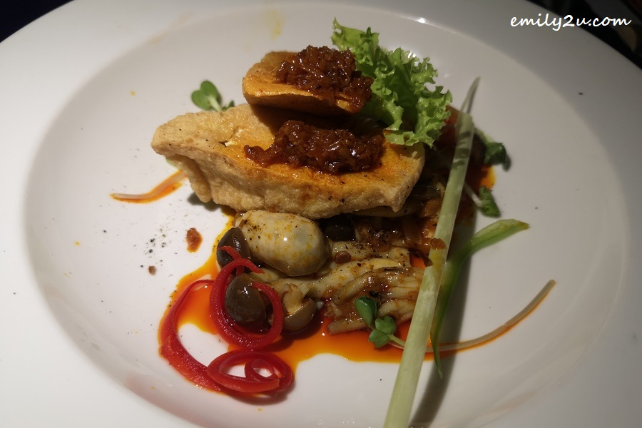 L'Alya Fresh Organic Oyster Mushroom and Deep Fried Tofu with Sate Sauce