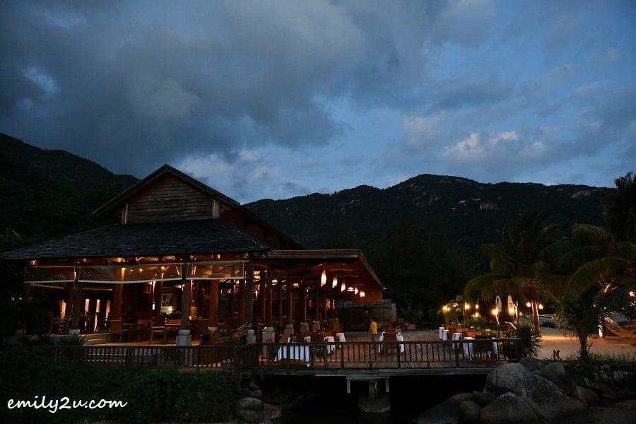 Pillars Restaurant at night time