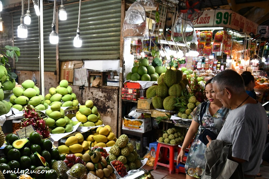 shopping for local fruits