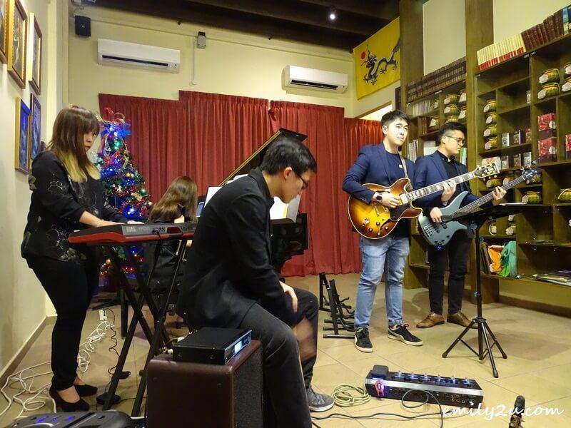5-piece Christmas band, Heard of You