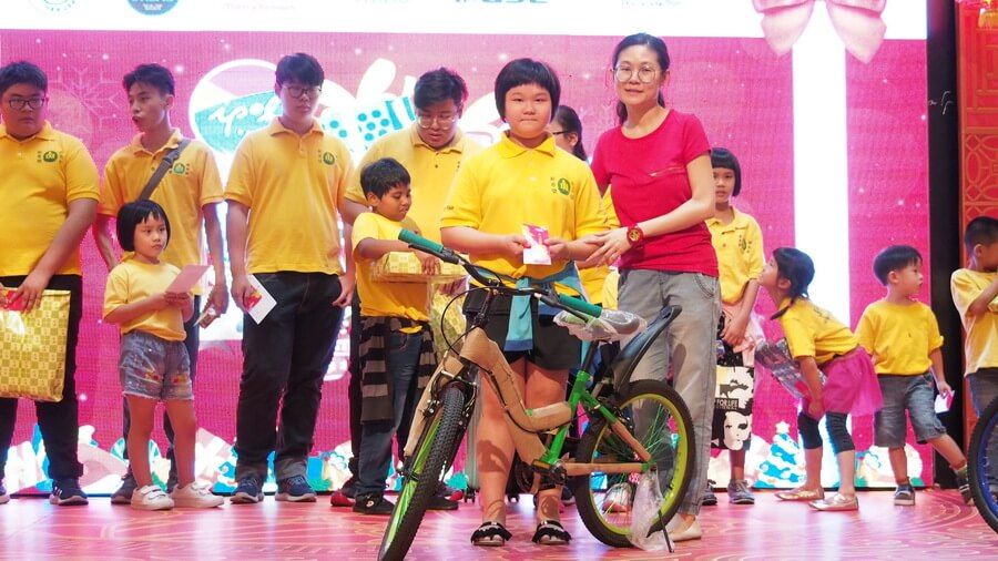 Kar Wen, 10, from Pertubuhan Kebajikan Harapan Baru is thrilled to receive her dream gift. She can now cycle around the home.