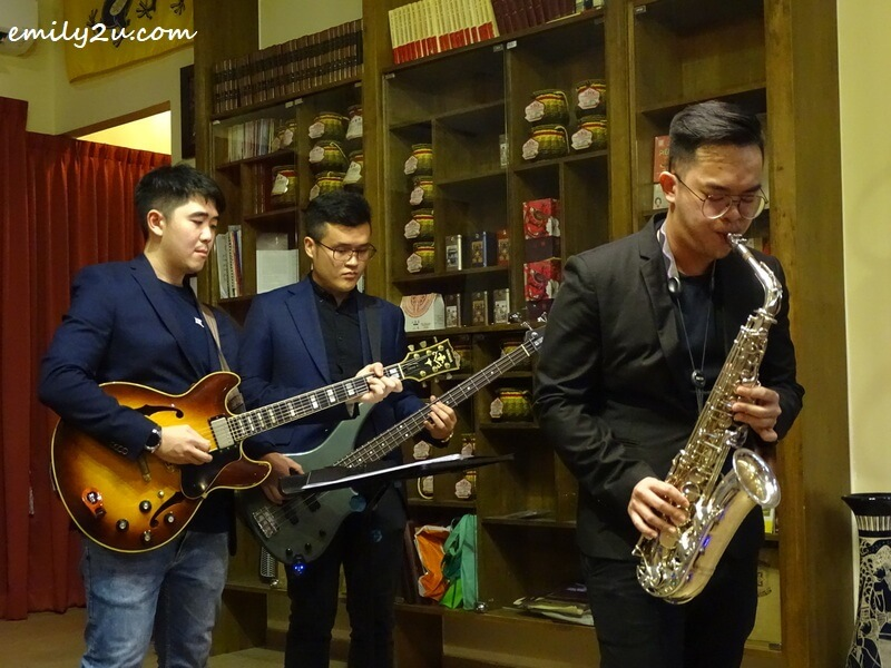 Ken Leong (R) with David Yap on electric guitar and Nicholas Pak on bass guitar
