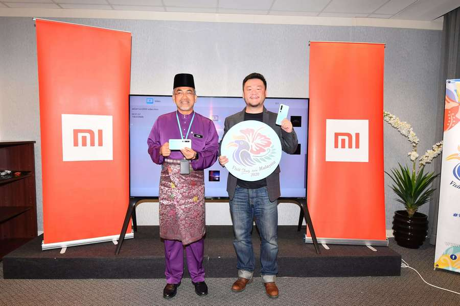 showing the latest Xiaomi model