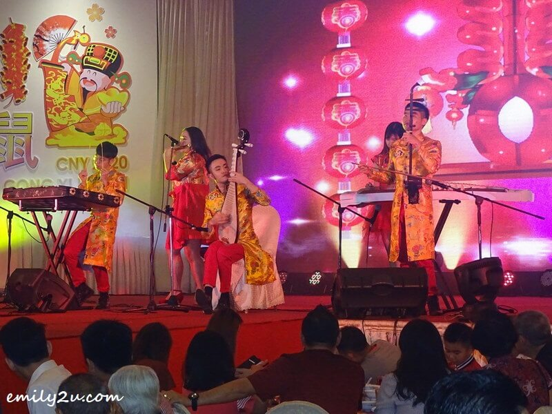 entertainment (traditional musical group)