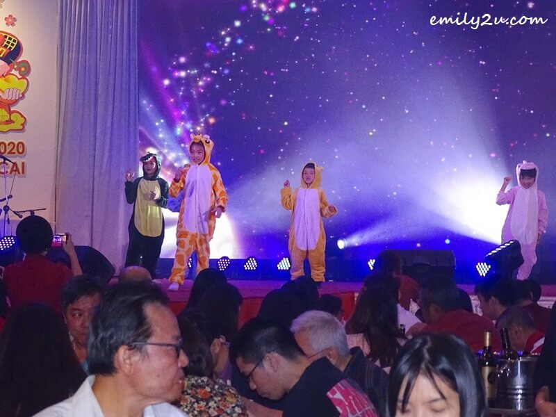 entertainment (children dressed in animal costumes)