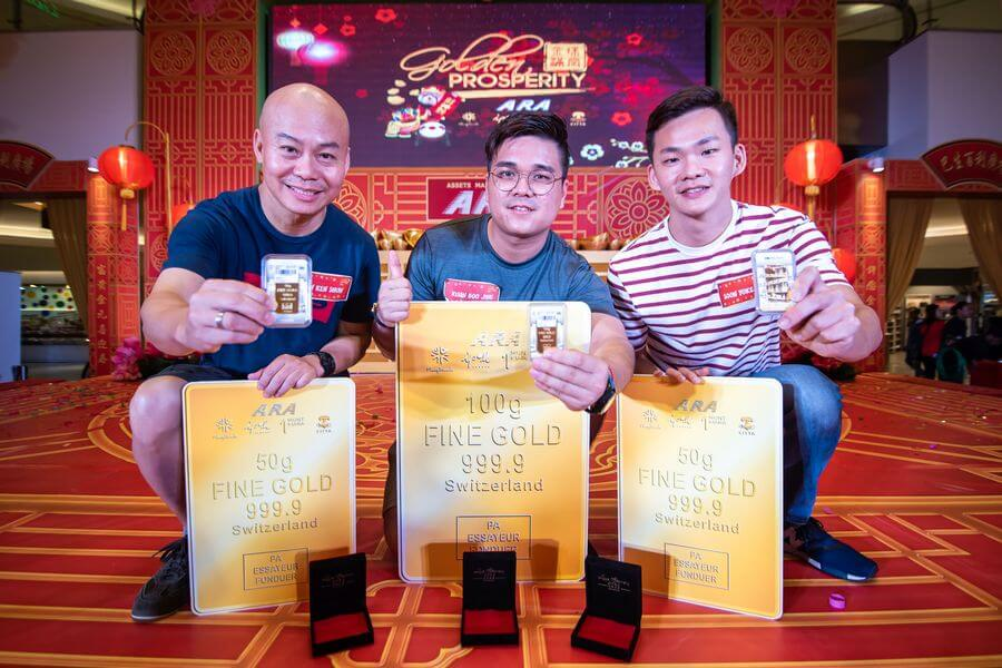 The top 3 winners of the ARA's Golden Prosperity Campaign who won gold bars are, (from left) Liew Ken Shun - 1st runner-up; Kuan Boo Jing - Grand Prize winner; Sun Yoke Hong - 2nd runner-up.