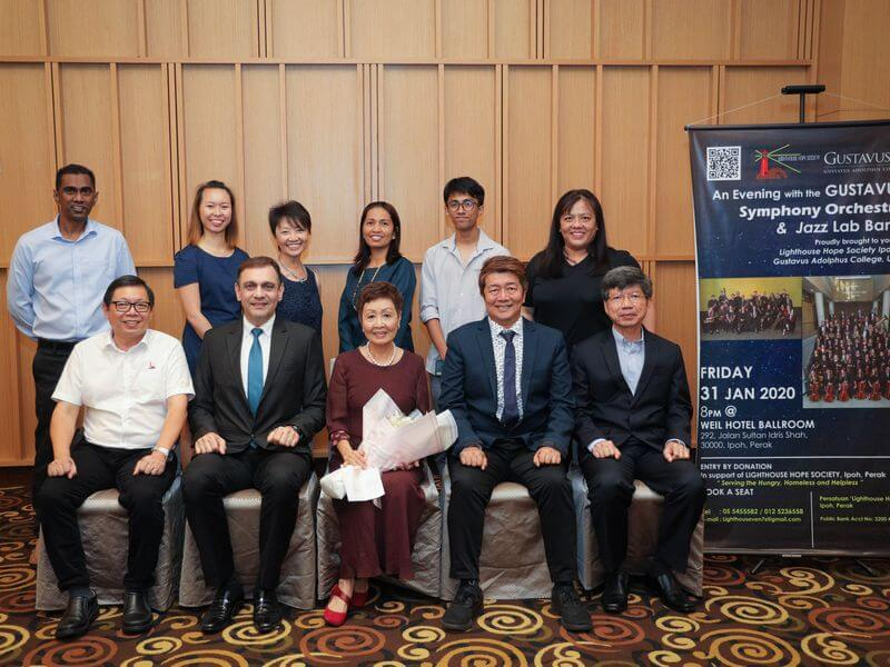 the hardworking organising committee, led by Mrs Ellen Yoong (seated centre)