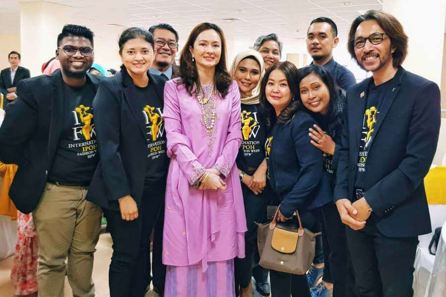 some board members of International IPOH Fashion Week (IIFW™) with guest-of-honour Her Royal Highness Sultanah of Perak Tuanku Zara Salim (centre)