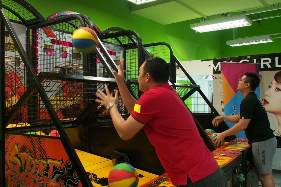 Basketball Shooting Challenge at Molly Fantasy in Ipoh Parade. Participants are required to achieve a minimum score within the allocated time in each level to progress to the subsequent level.