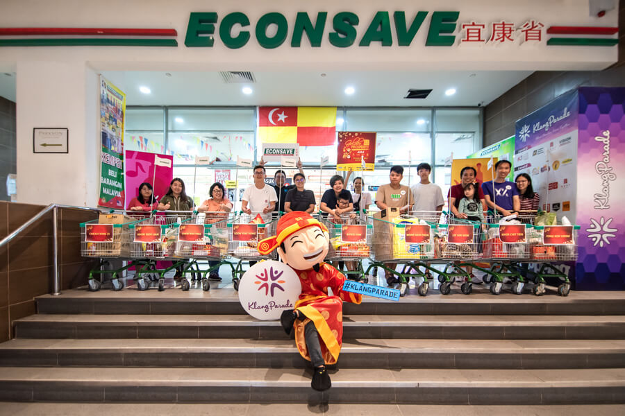 A group photo of the participants after the Supermarket Rush in Econsave, Klang Parade.