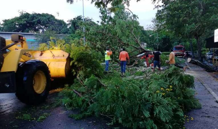 Freak Thunderstorm Rips Through Ipoh
