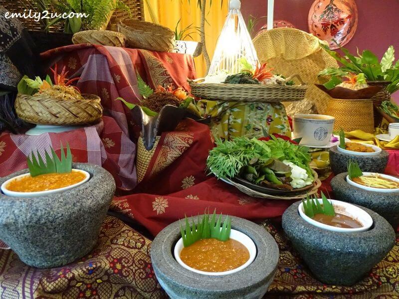 Ulam-ulaman kampung with a variety of sambal