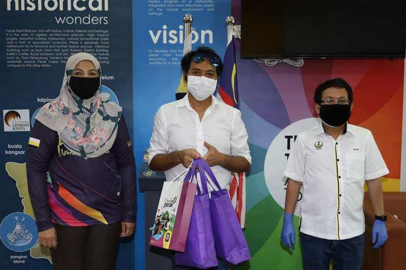 L-R: Puan Zuraida bt Md. Taib, Rosli Mansor Ahmad Razali & Encik Meor Rezal Fitri Dato' Dr. Haji Meor Redwan