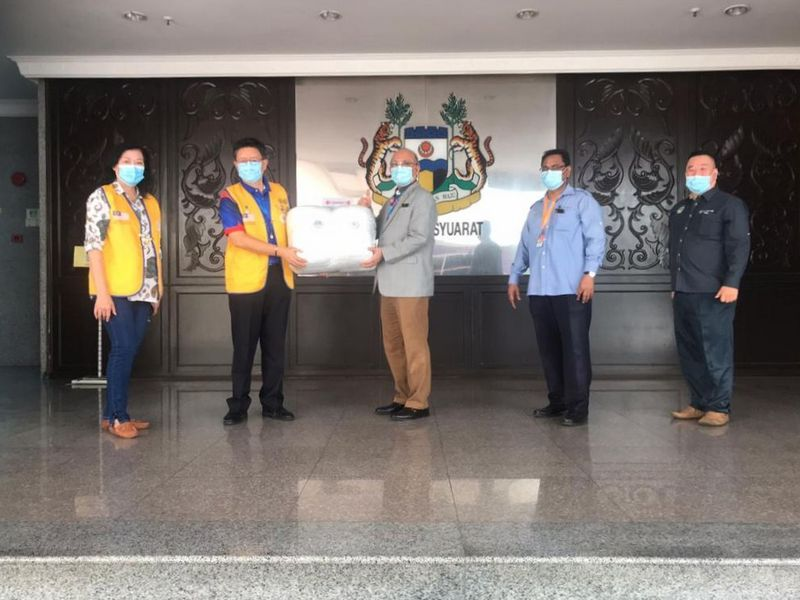 handover of items from Lions Club International to Ipoh City Council
