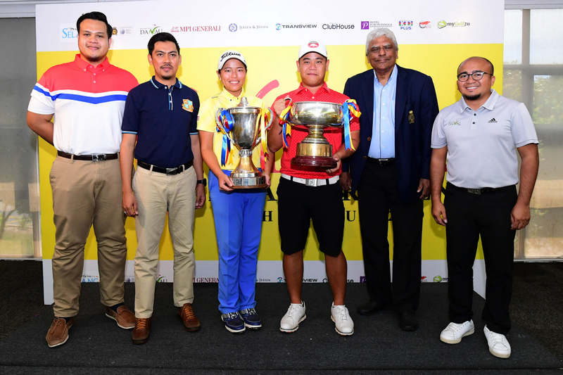 Winnie Ng (third from left) and Low Wee Jin (third from right) pictured with their trophies at the Selangor Amateur Open 2019, alongside Officers from Tourism Selangor and representatives from Danau Golf and Country Club.