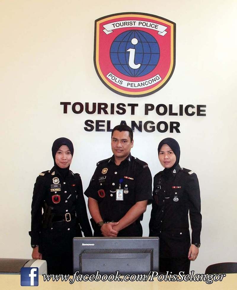 Tourist Police in Selangor ensures the safety of tourists in well-visited areas.