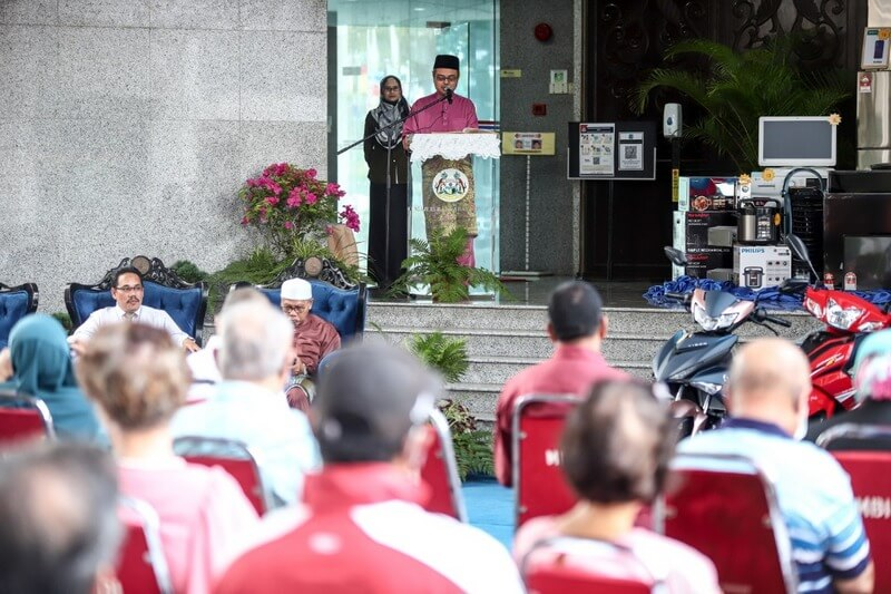 Ipoh City Mayor Dato' Rumaizi Baharin delivers a speech