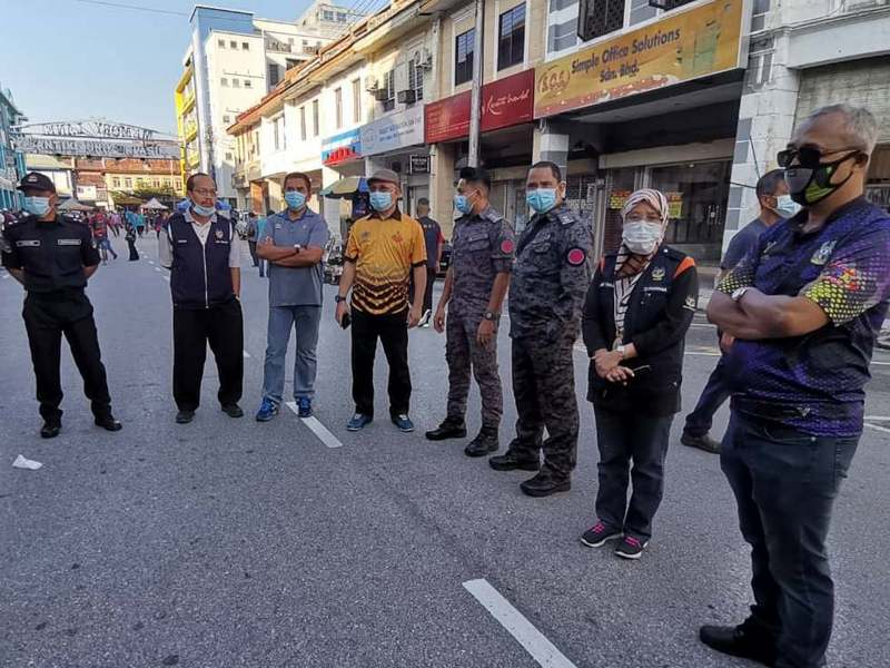 Enforcement officers at Memory Lane. Tuan Haji Musa Dun in orange shirt.