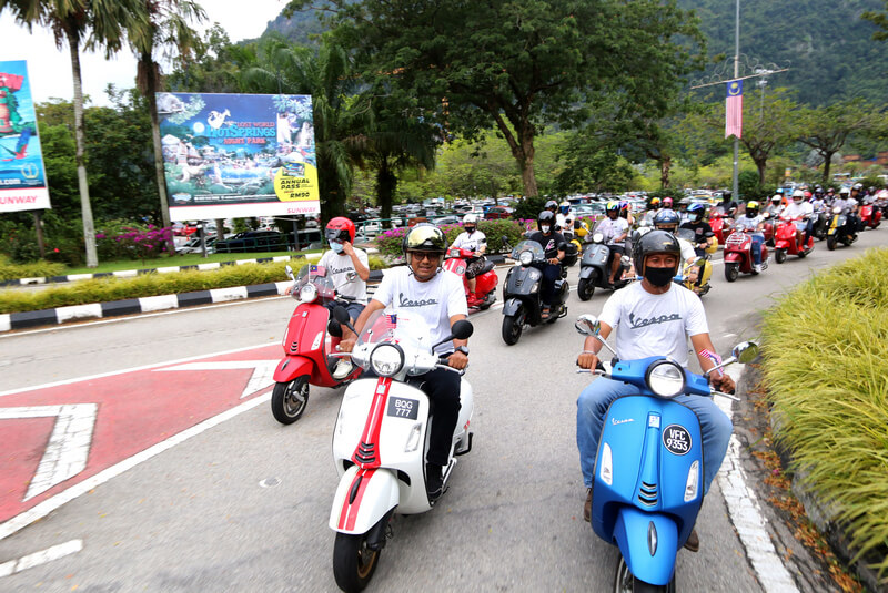 Vespa convoy to Ipoh town