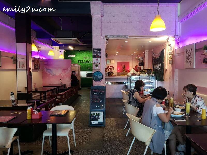 interior of W&S Fullhouse Cafe, Ipoh