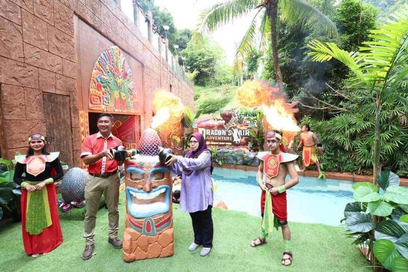 launching of the Dragon's Lair by Puan Sr. Rohayah binti Haji Abdul Kadir, Pengarah Kanan-Perkhidmatan, Ipoh City Council (in purple)