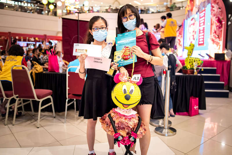 Mother and daughter, Yeong Yin Wan and Hooi Yong Yi, 11, have been participating in the lantern making competition organised by Ipoh Parade for the past three years. They recycled onion tunic, used gloves and plastic hose to create the Minnie lantern which won themselves the consolation prize in Category A.