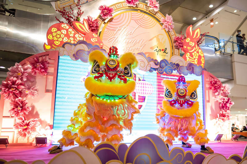 The LED Lion Dance performance at Ipoh Parade's mid autumn celebration has always been the most popular and long-awaited event.