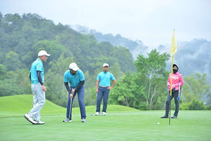 golfers in action at the 2nd Tourism Selangor Golf Tournament 2020