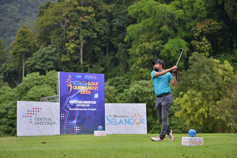 golfer in action at the 2nd Tourism Selangor Golf Tournament 2020