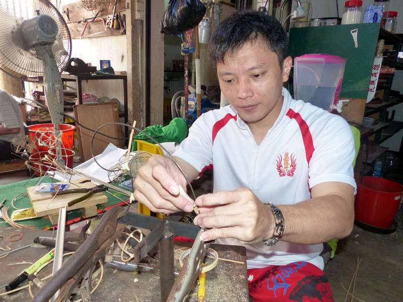 Indonesian Lao Yong Fu prepares the horn of the lion