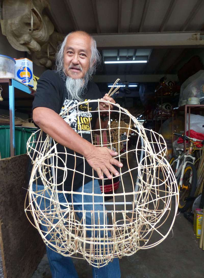 Master Siow Ho Phiew with his rattan-made lion head