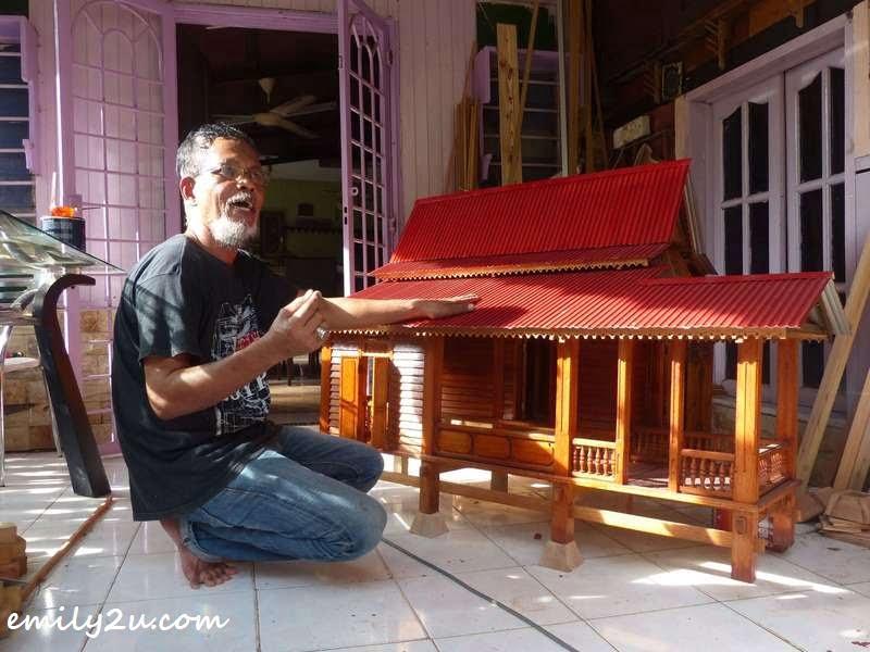 Rumah Melaka measuring 4'x5'x3'