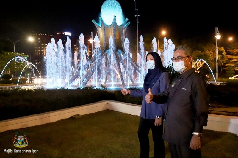 thumbs up for Ipoh iconic fountain: YB Dato' Nolee Ashilin (L) & YBhg Dato' Rumaizi Baharin