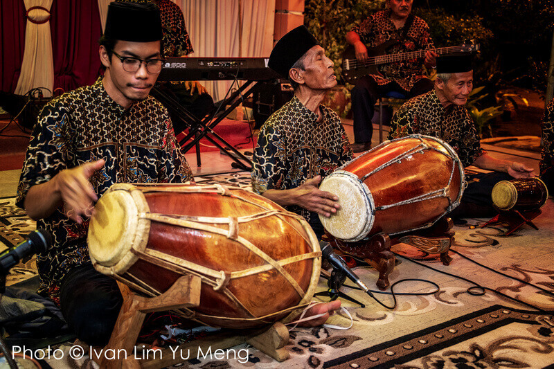 be entertained by traditional Malay musical performances