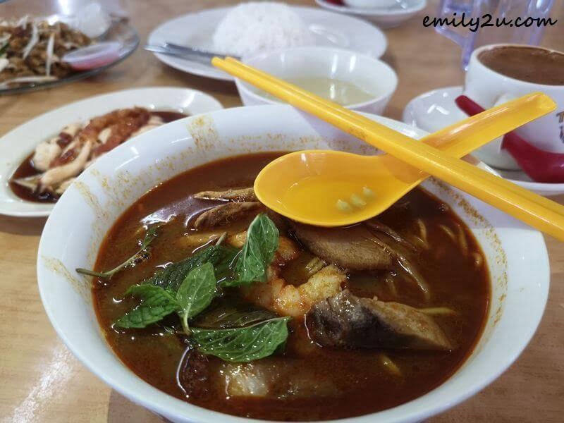 Hainanese Curry Mee