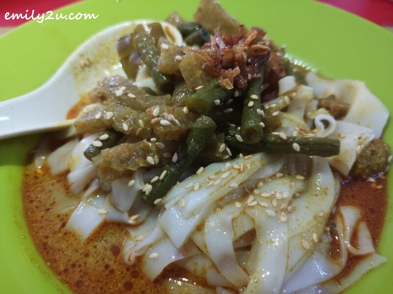 Chee Cheong Fun with pork skin