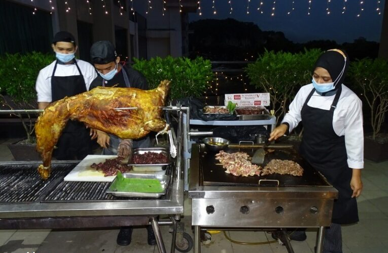 Daging Danok & Grilled Whole Lamb, Stars of Iftar Sinar Ramadan Buffet