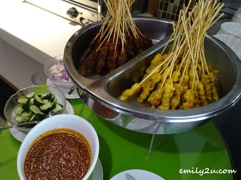 Lamb (L) & Chicken Satay