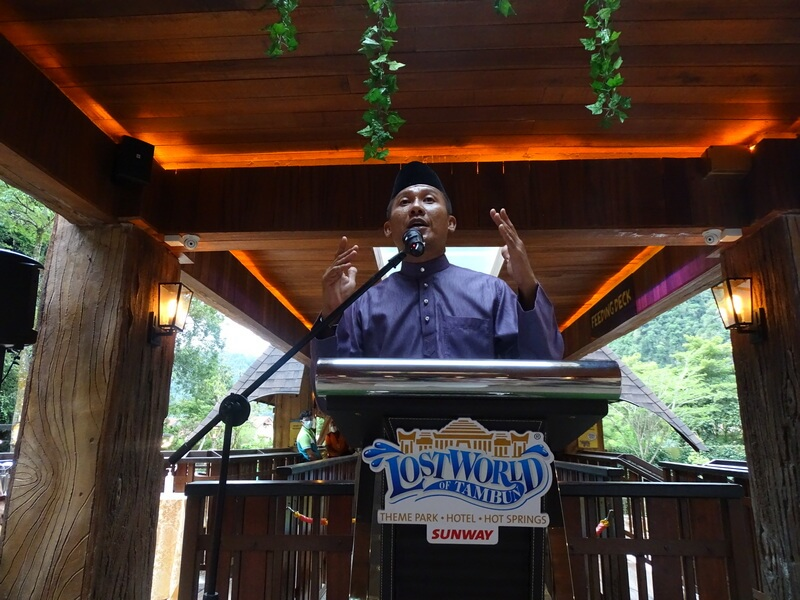 Nurul Nuzairi, General Manager of Sunway Lost World Of Tambun, welcomes guests