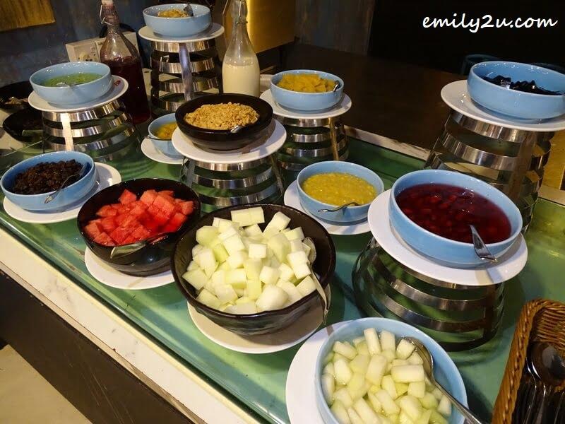 Dessert toppings
