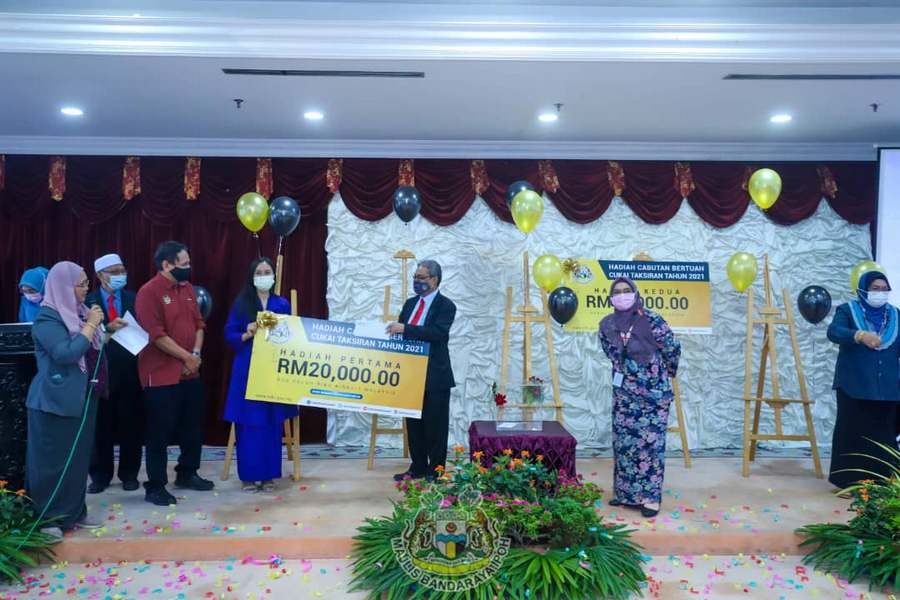 Grand prize winner: Dahlia Bt Ramli