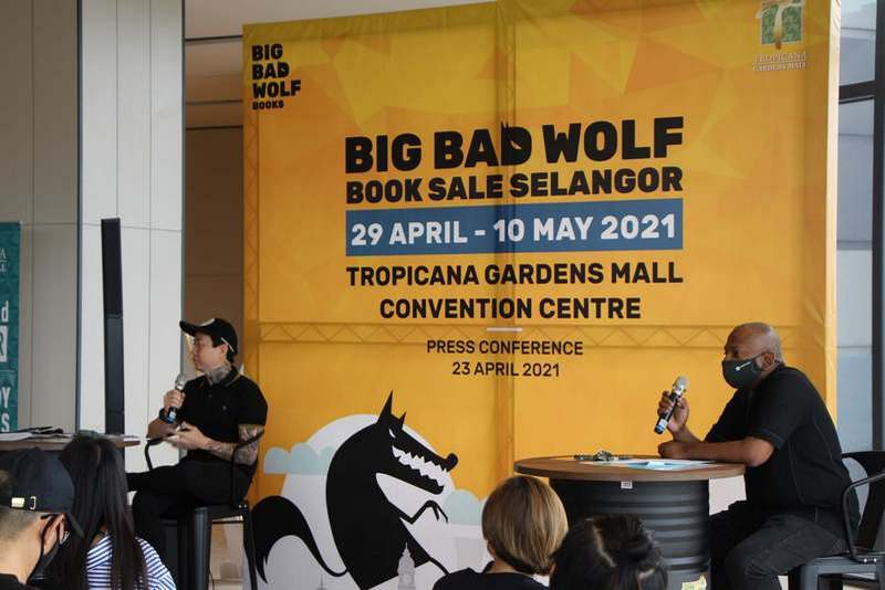 at the Press Conference, Co-Founder and Managing Director of BIG BAD WOLF Books, Andrew Yap (L) alongside Managing Director of Tropicana Gardens Mall, Andrew Ashvin, speak about the partnership in holding their first BIG BAD WOLF Book Sale at Tropicana Gardens Convention Centre
