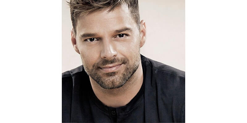 Learn How To Take The Perfect Selfie With Ricky Martin