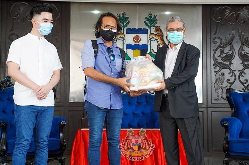 L-R: Daboba Director Jordan Choong, President of Perak Media Sports and Welfare Club Rosli Mansor & Ipoh City Mayor YBhg. Dato' Rumaizi Baharin